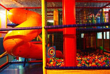 Parque de bolas y tobogán en Santander