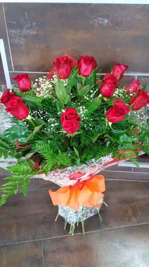 Ramo de Rosas Amor: TIENDA ONLINE Y CATÁLOGO de Floristería y Regalos Caprichos Parla