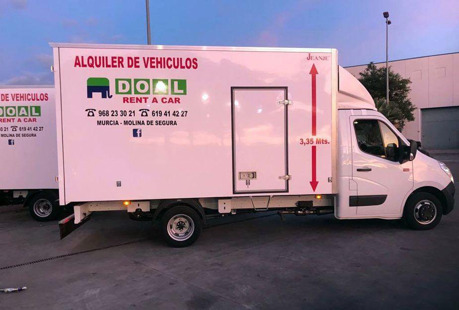 Alquiler de vehículos con rampa elevadora en Murcia