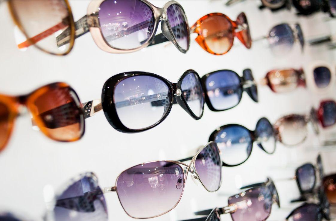 Venta de gafas de sol: Productos y servicios de Oriol Óptics-Iris Universal