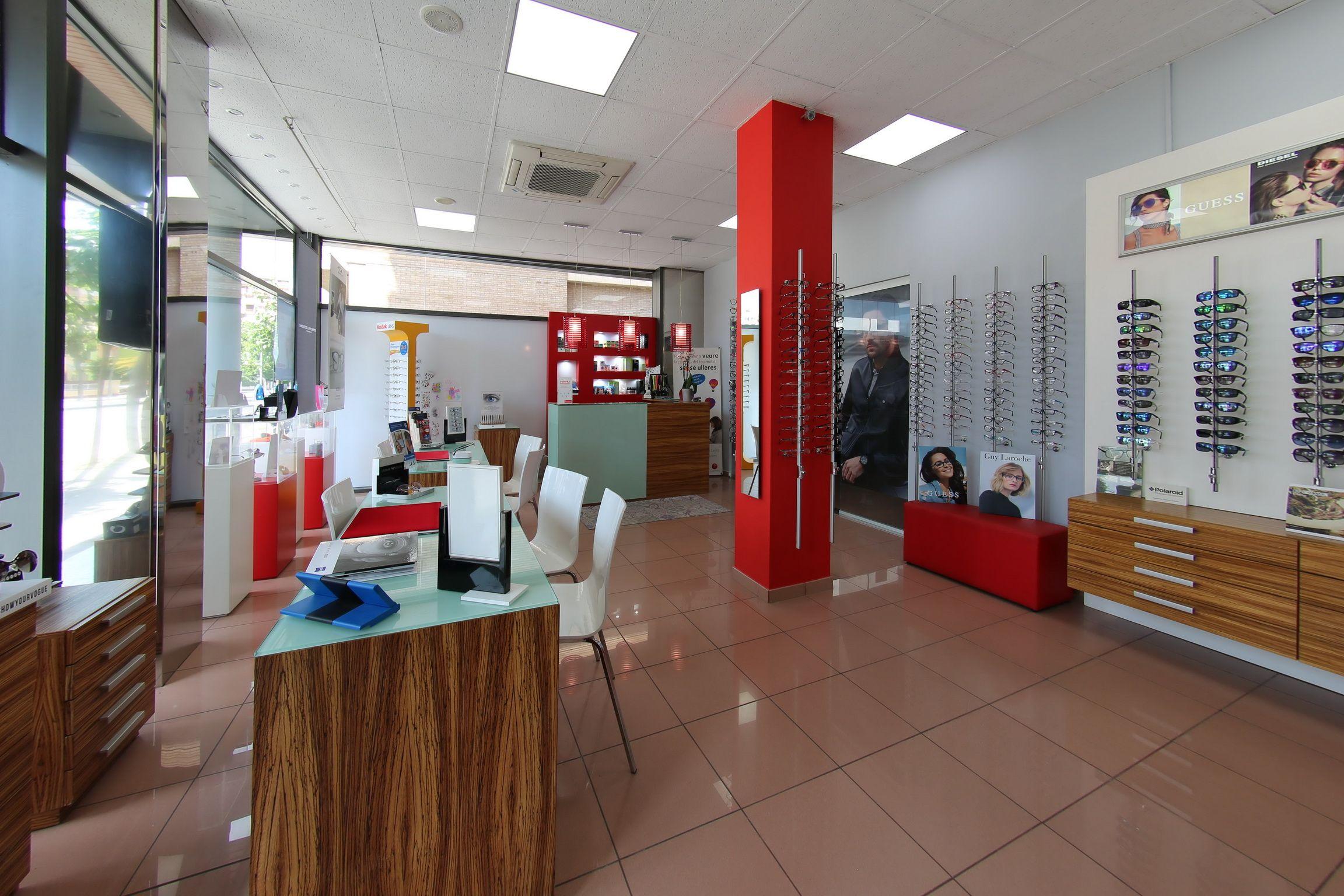 Interior de nuestra óptica en Lleida