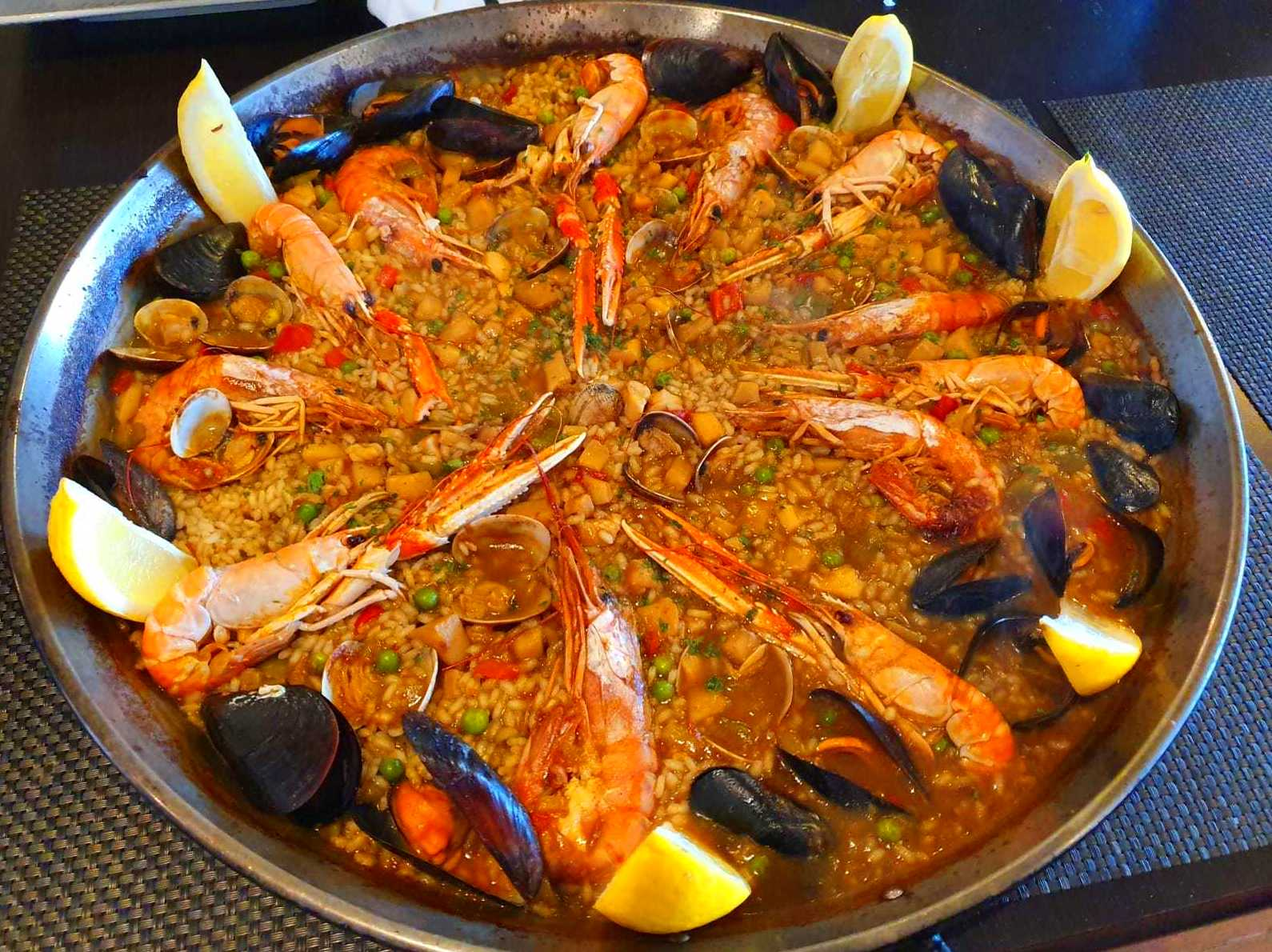Foto 2 de Cocina marinera en  | Restaurante Delfín