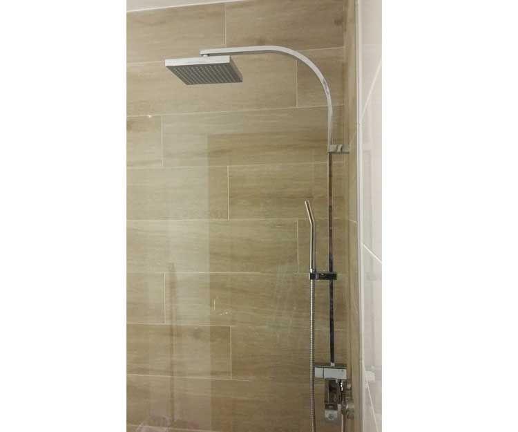 Instalación de plato de ducha en León