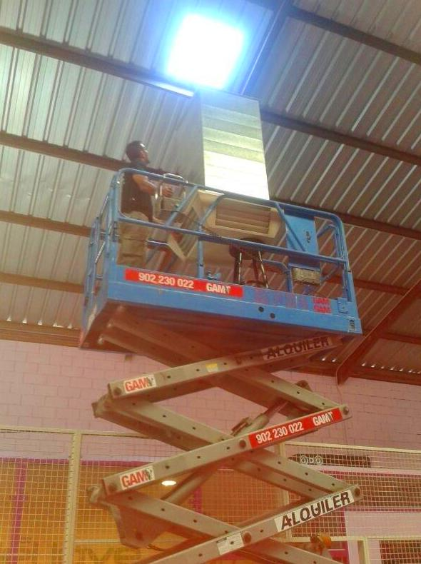 Instalacion maquinas de refrigeracion: Trabajos realizados de REFORMAS, INSTALACIONES Y CONSTRUCCION ARAGON SLU