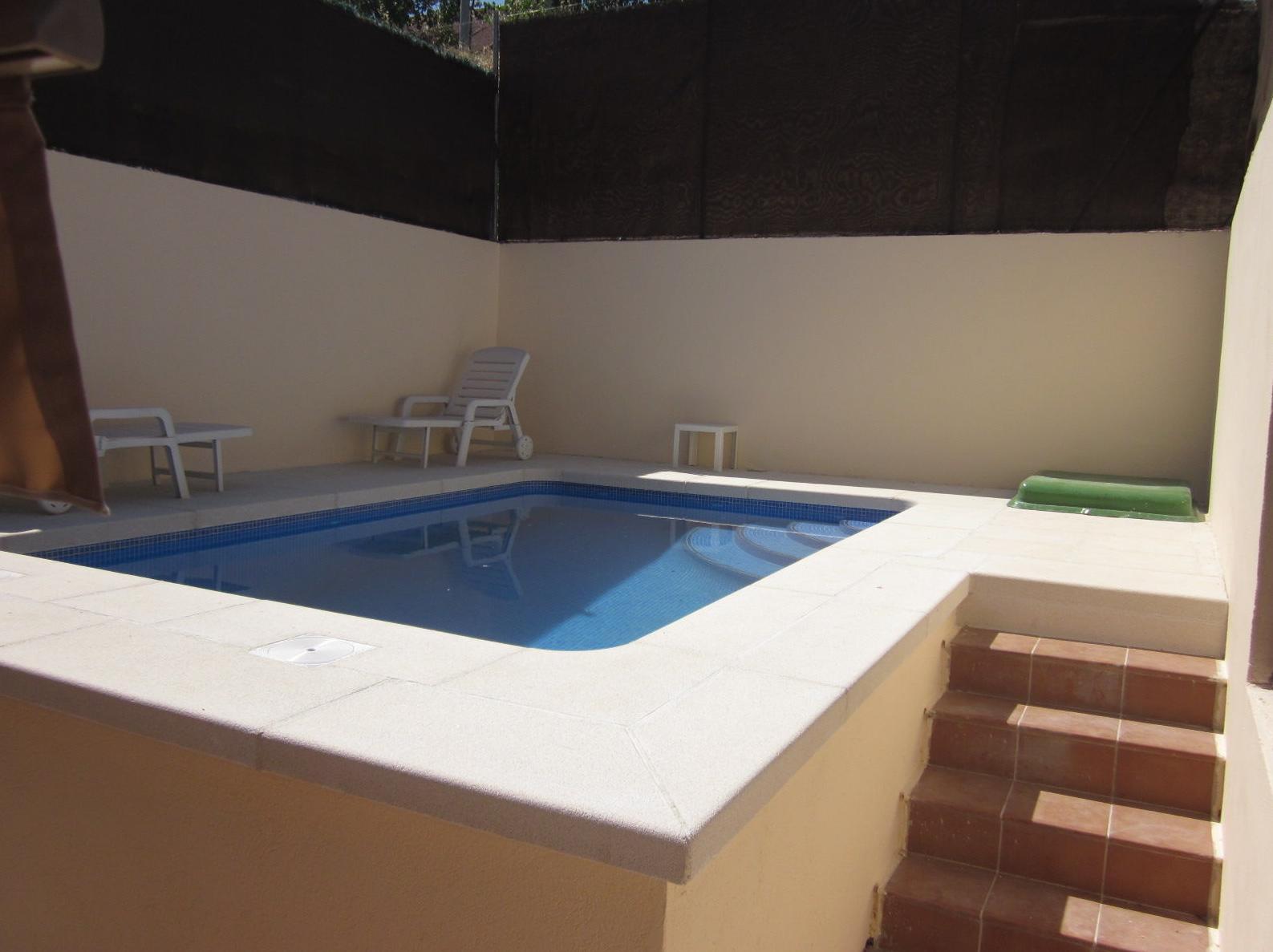 piscina de obra semielevada