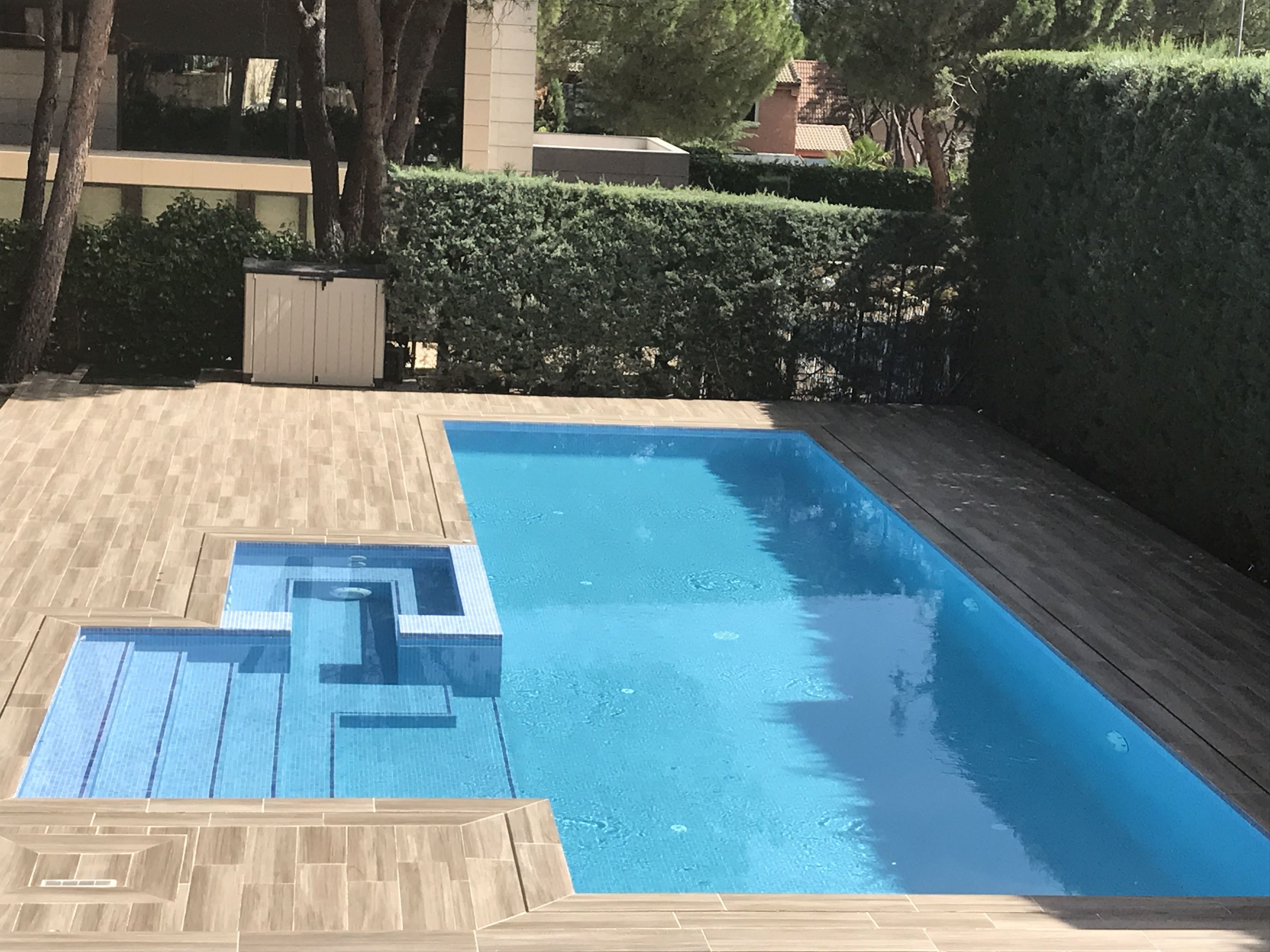 piscina desbordante en San sebastian de los reyes