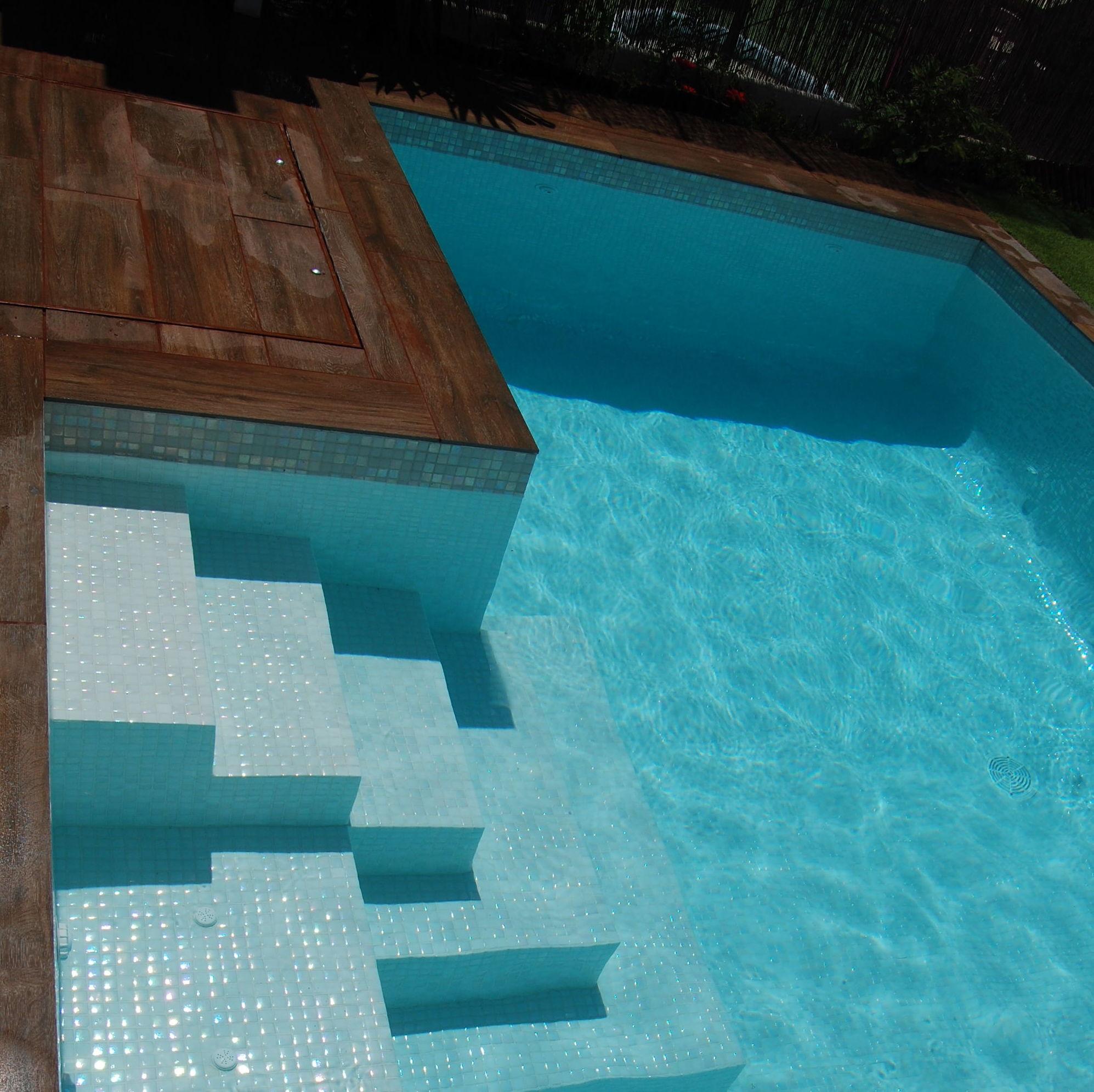 Piscinas de obra gunitadas en madrid for Medidas de piscinas de obra