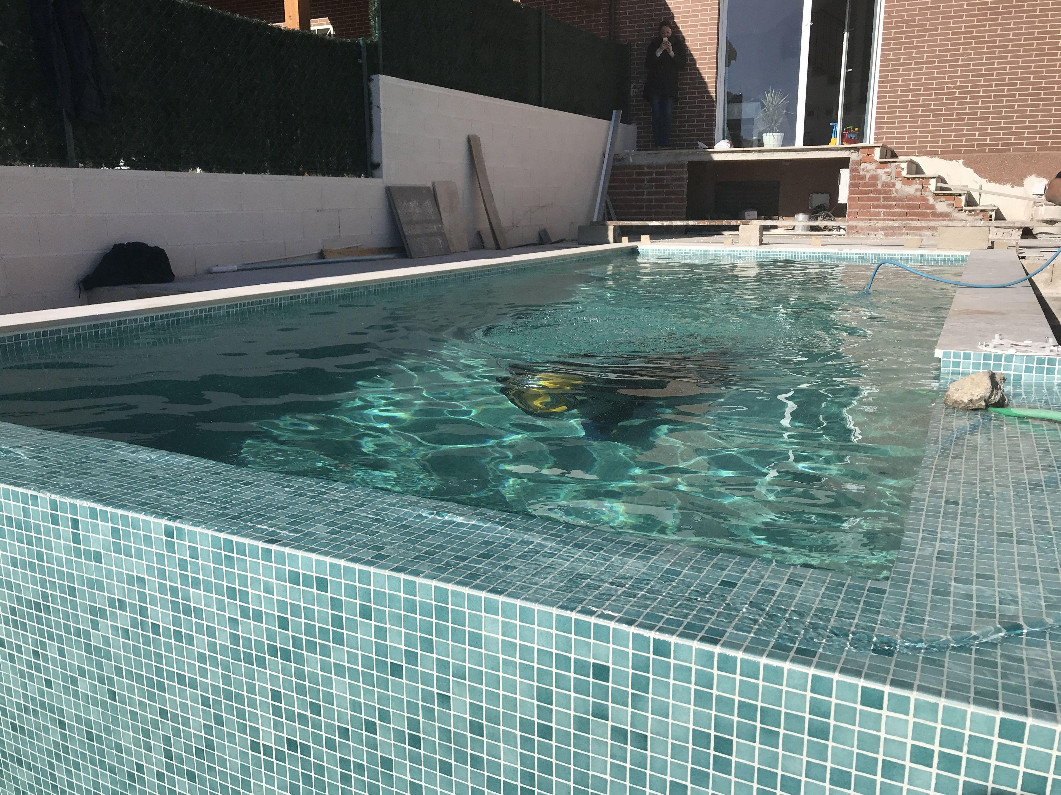 búsqueda de fugas en piscina
