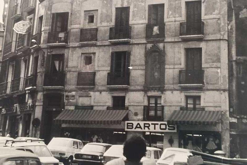 Cuatro generaciones vistiendo a niños y niñas en Pamplona