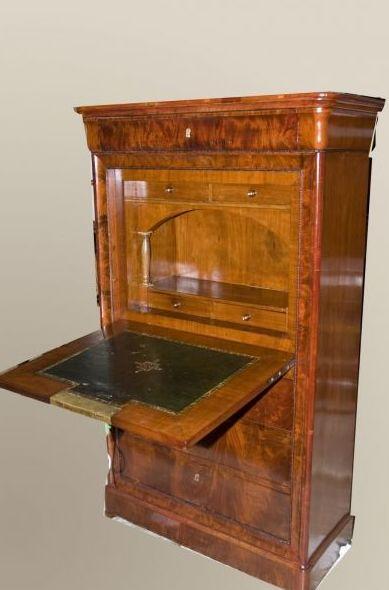 Foto 1 de Restauración de muebles y antigüedades en Pozuelo de Alarcón   La Carcoma Glotona