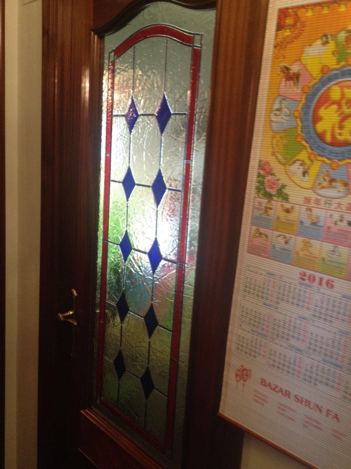 Instalación de vidrieras en puertas de interior