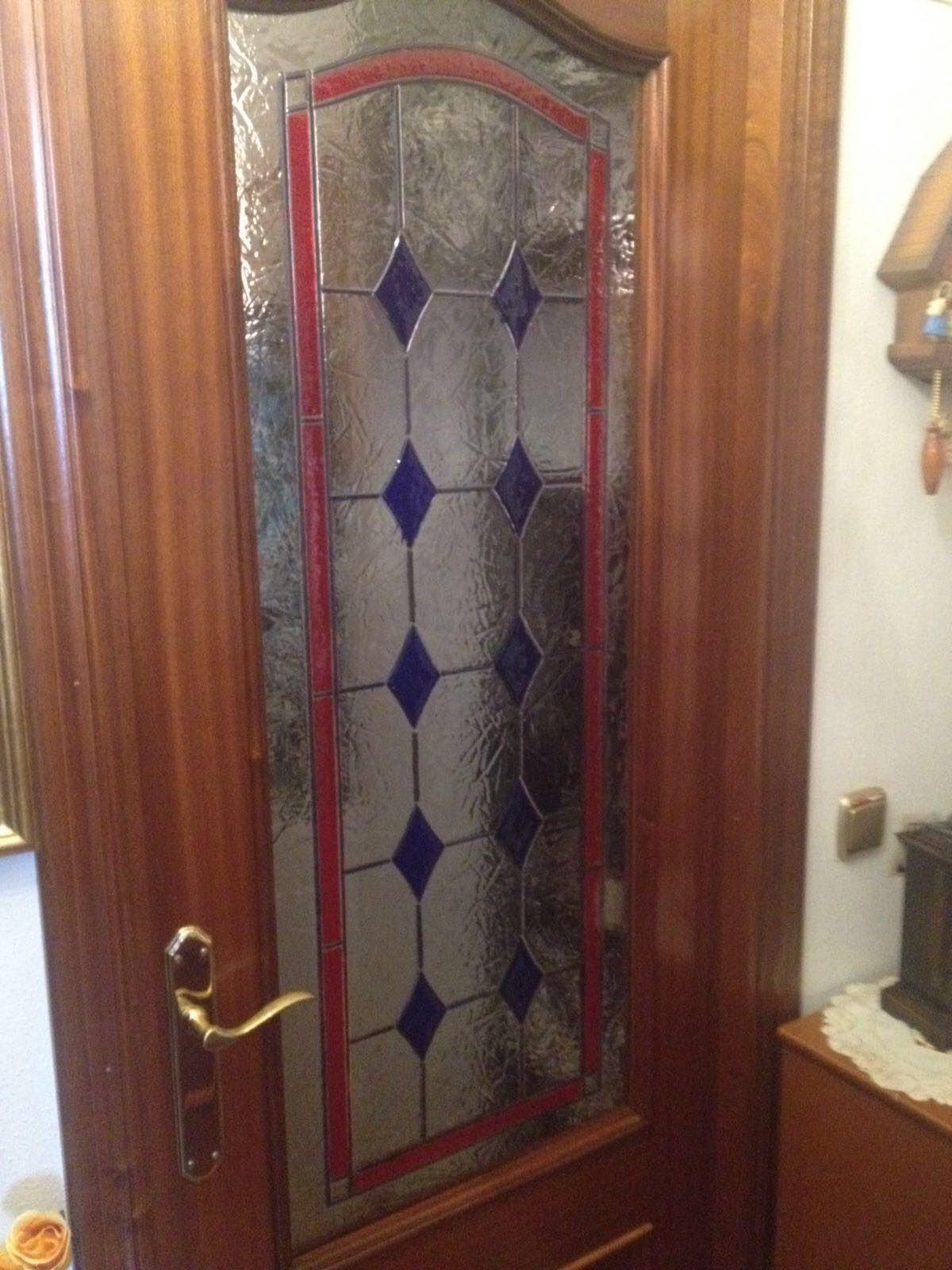 Instalación de cristal decorativo en puertas en Gijón