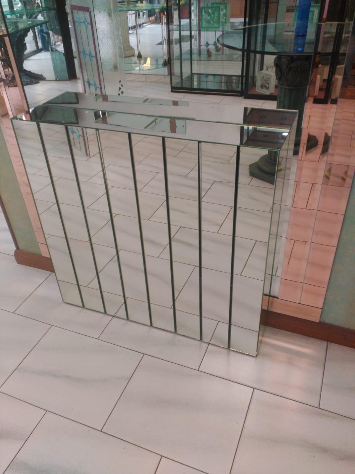 Cubre radiador con cristal decorativo en Gijón