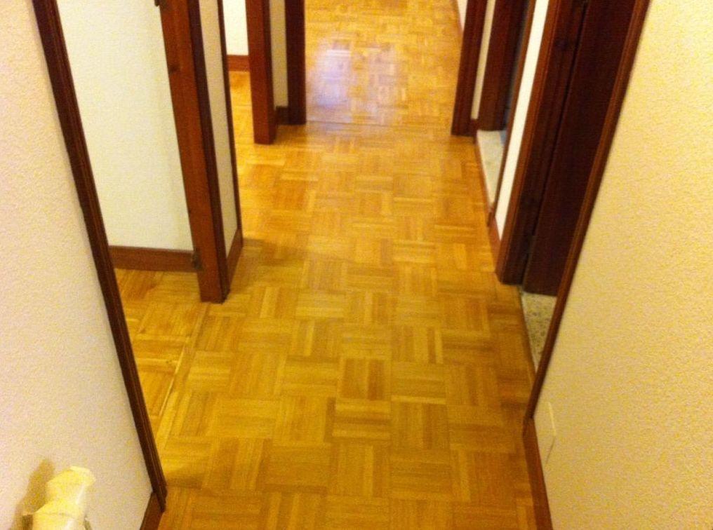 Asturias , suelo barnizado y zócalo.