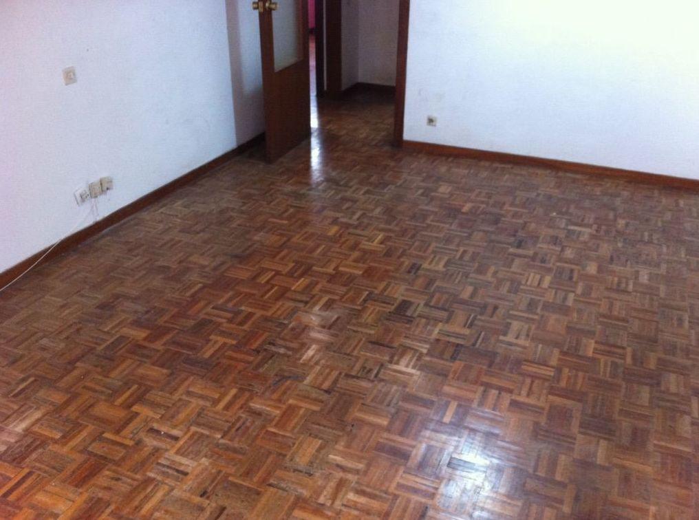 Asturias , suelo para barnizar.