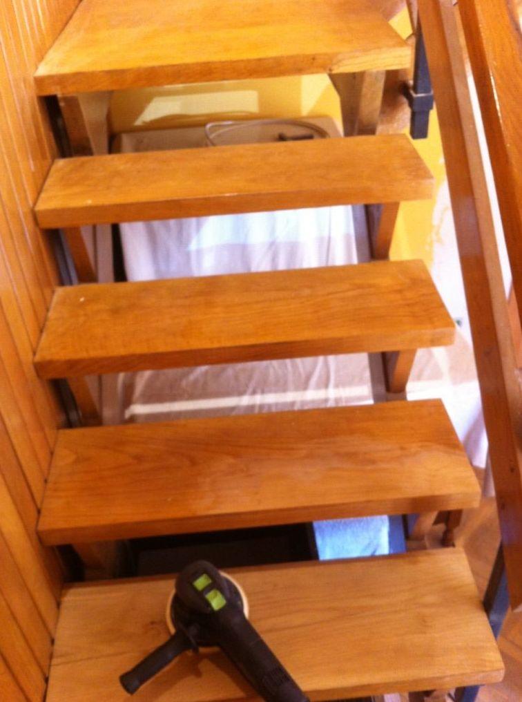 Asturias ,escalera para barnizar.
