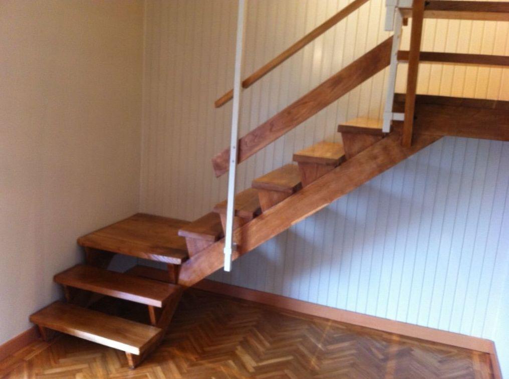 Asturias, escalera barnizada.