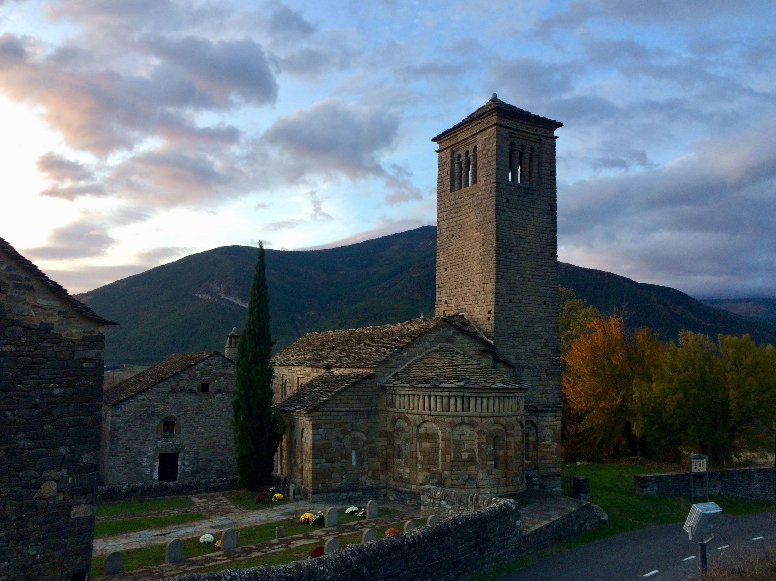 Iglesia de San Pedro de Lárrede.