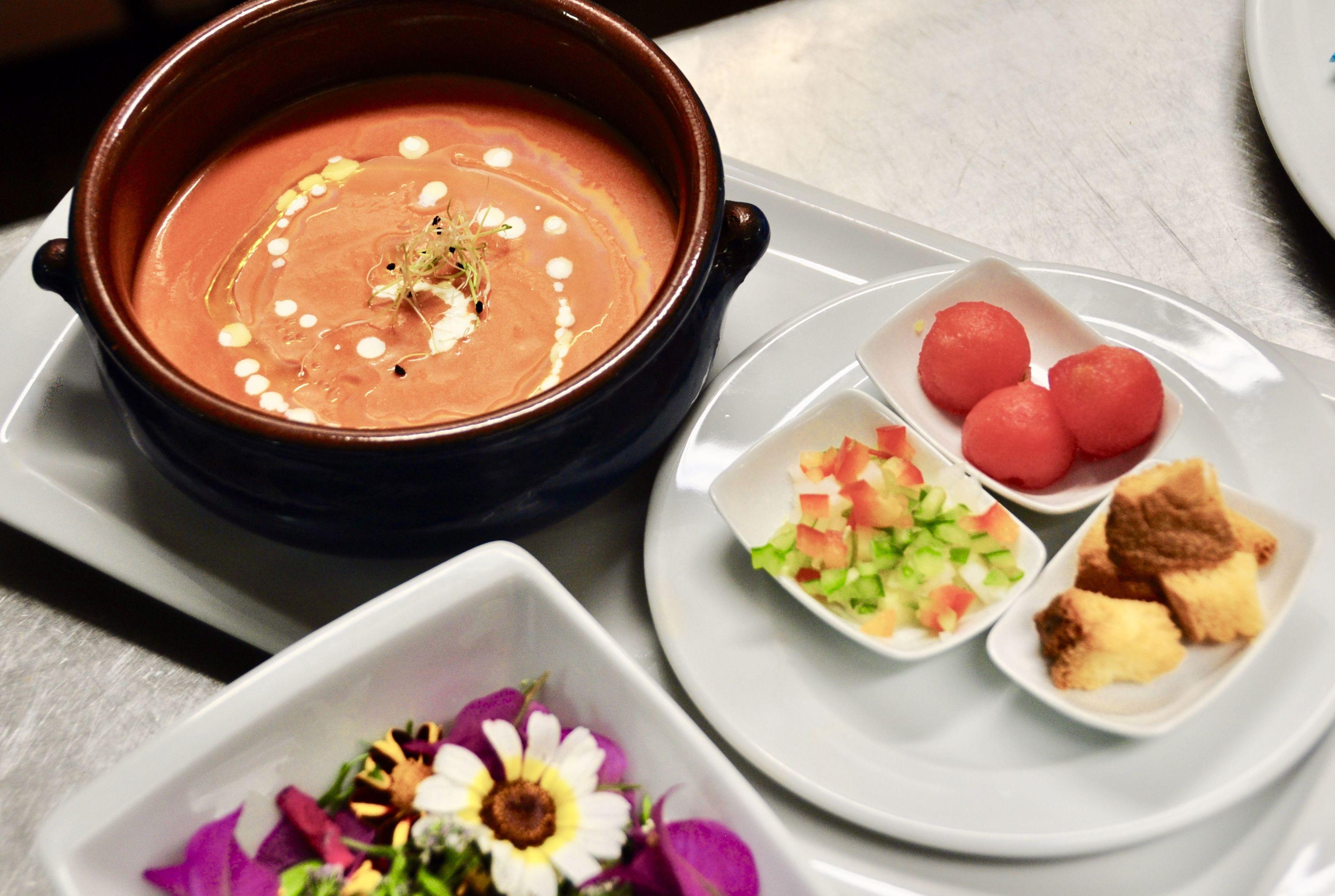 Gazpacho a nuestro estilo con picadillo de verduras y sandía.