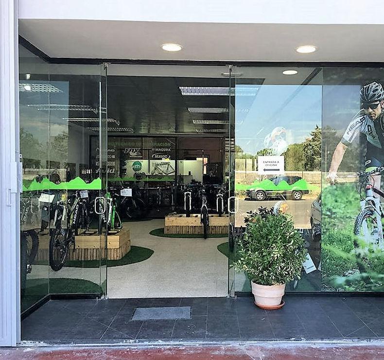 Entrada a la tienda de bicicletas