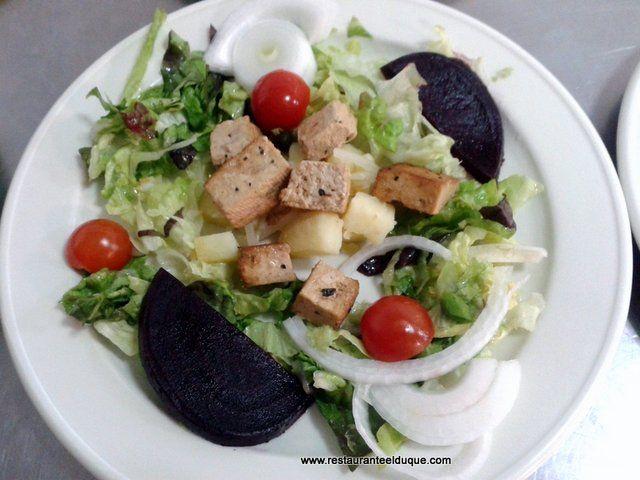 Ensalada de tofu vegana