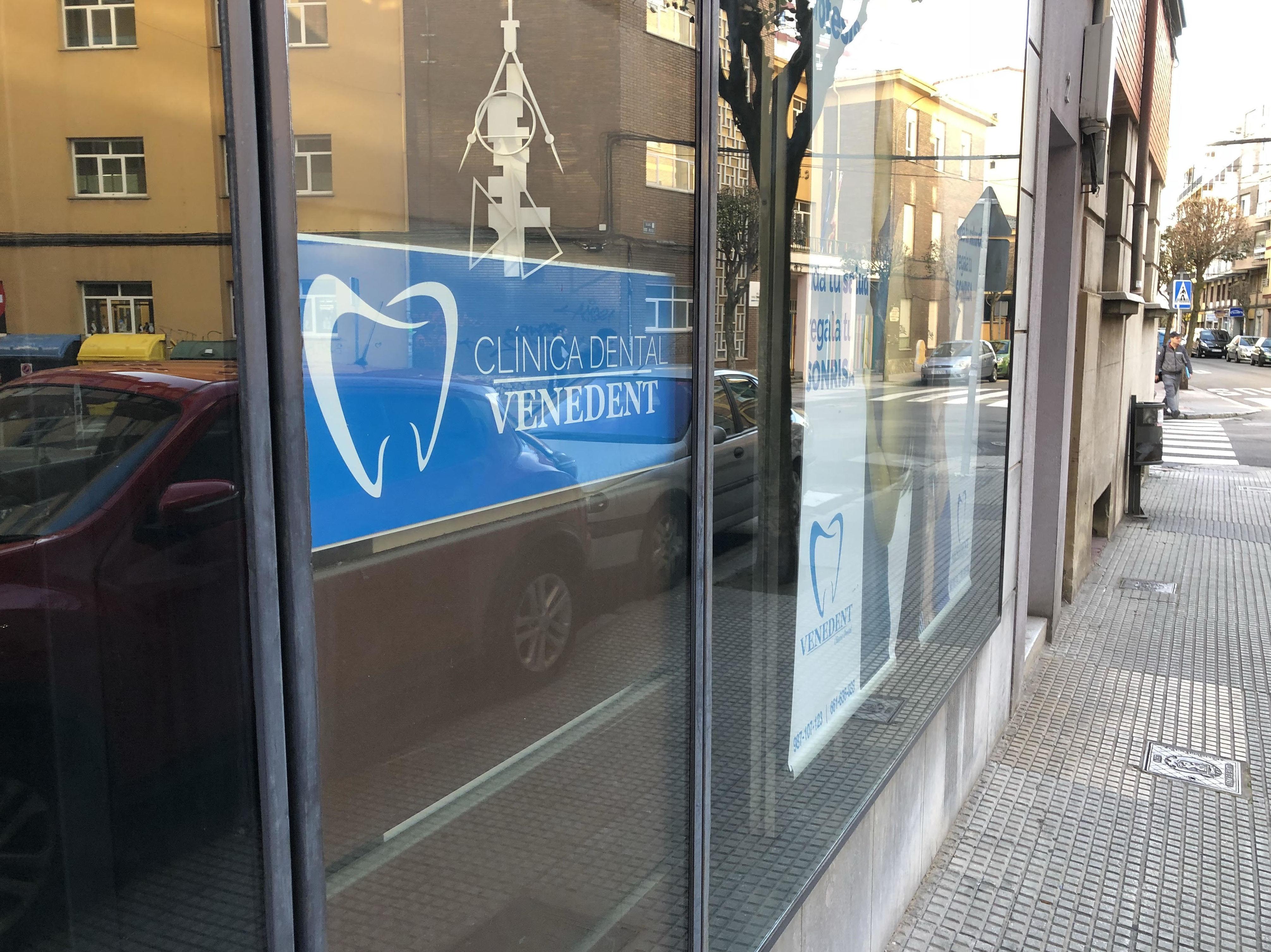 Foto 29 de Expertos en implantes dentales en  | Clínica Dental Venedent