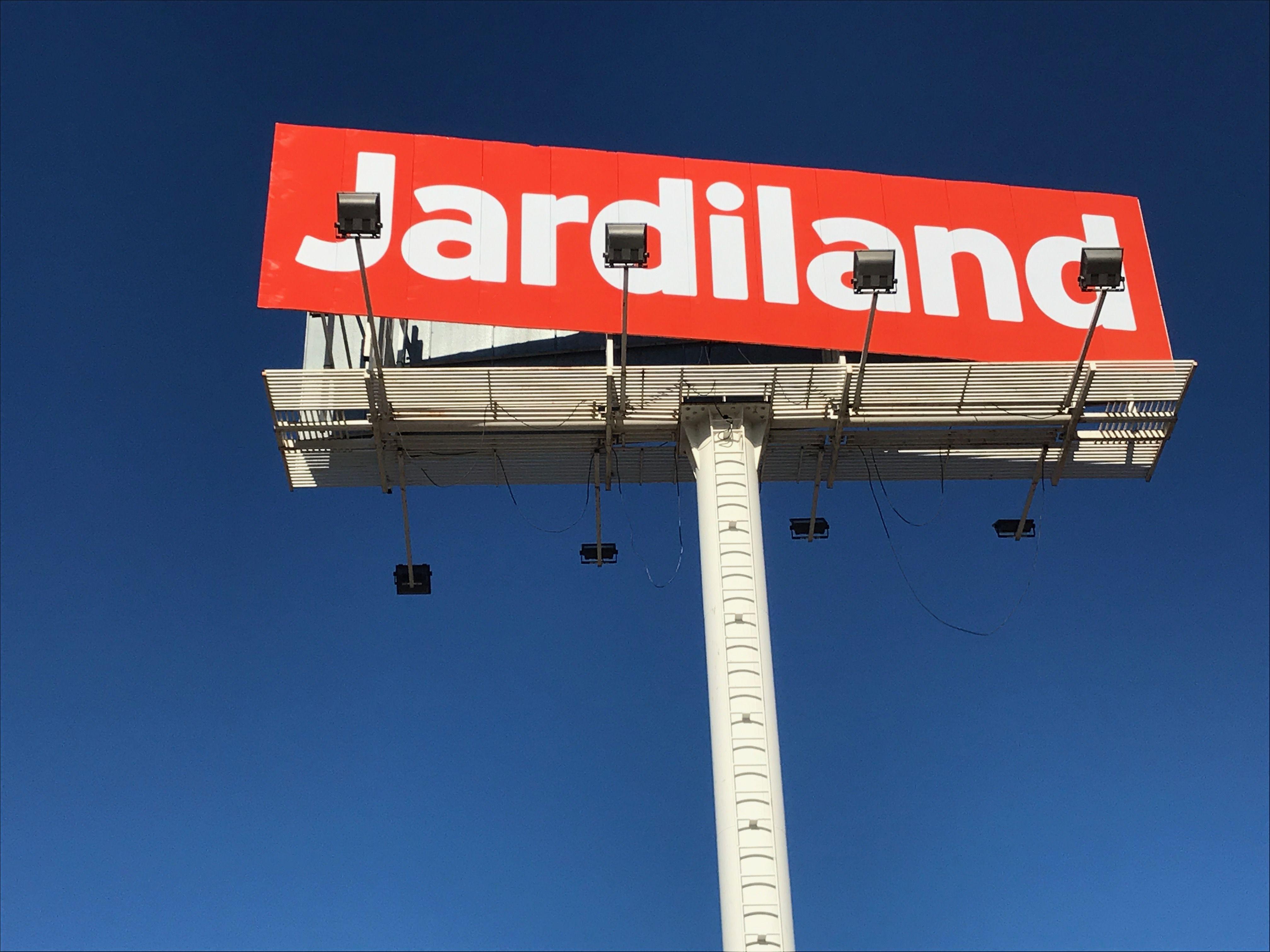 Instalación de soportes publicitarios en Cataluña