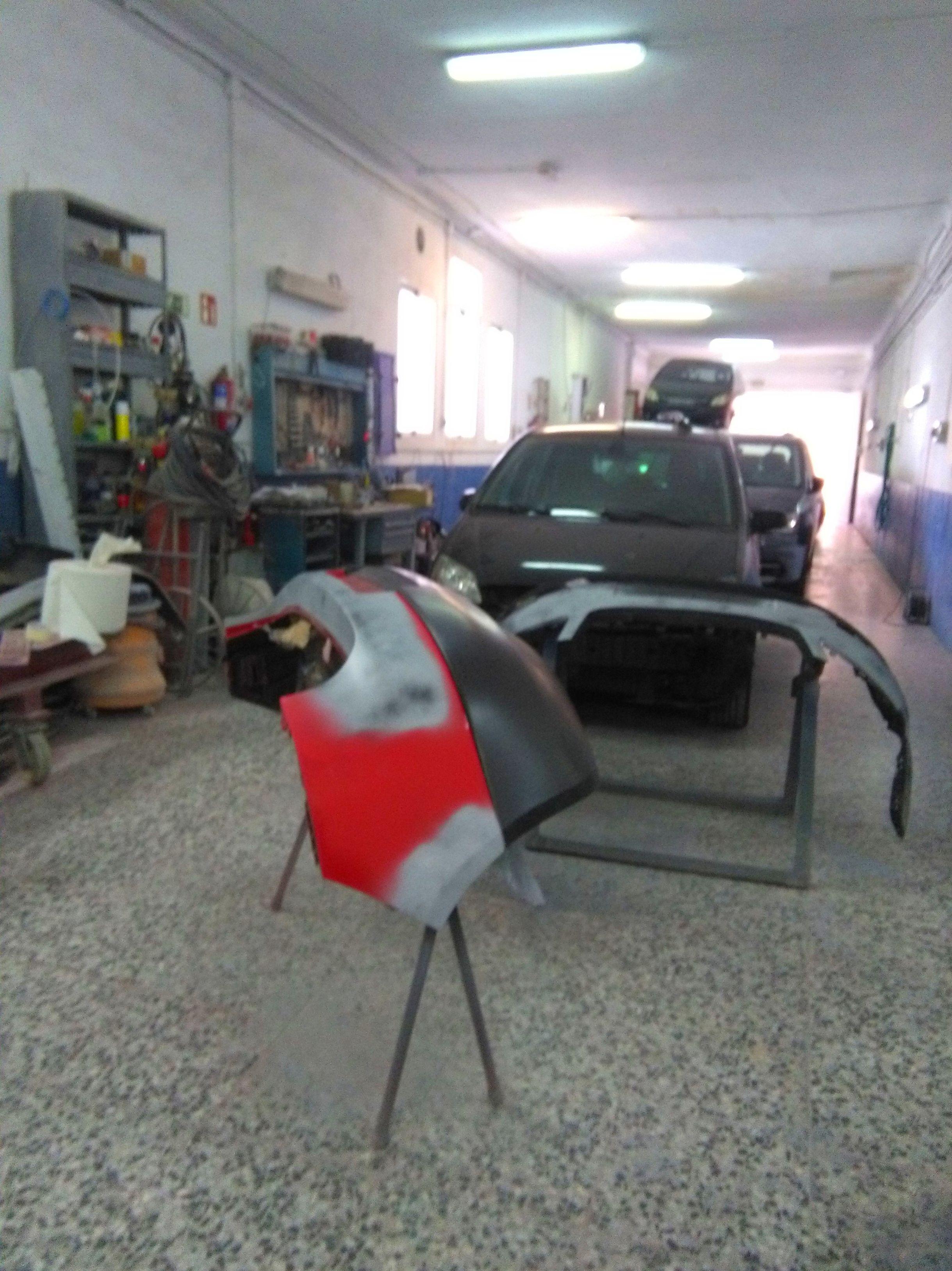 Foto 1 de Especialistas en mecánica rápida en Madrid | Talleres FGG