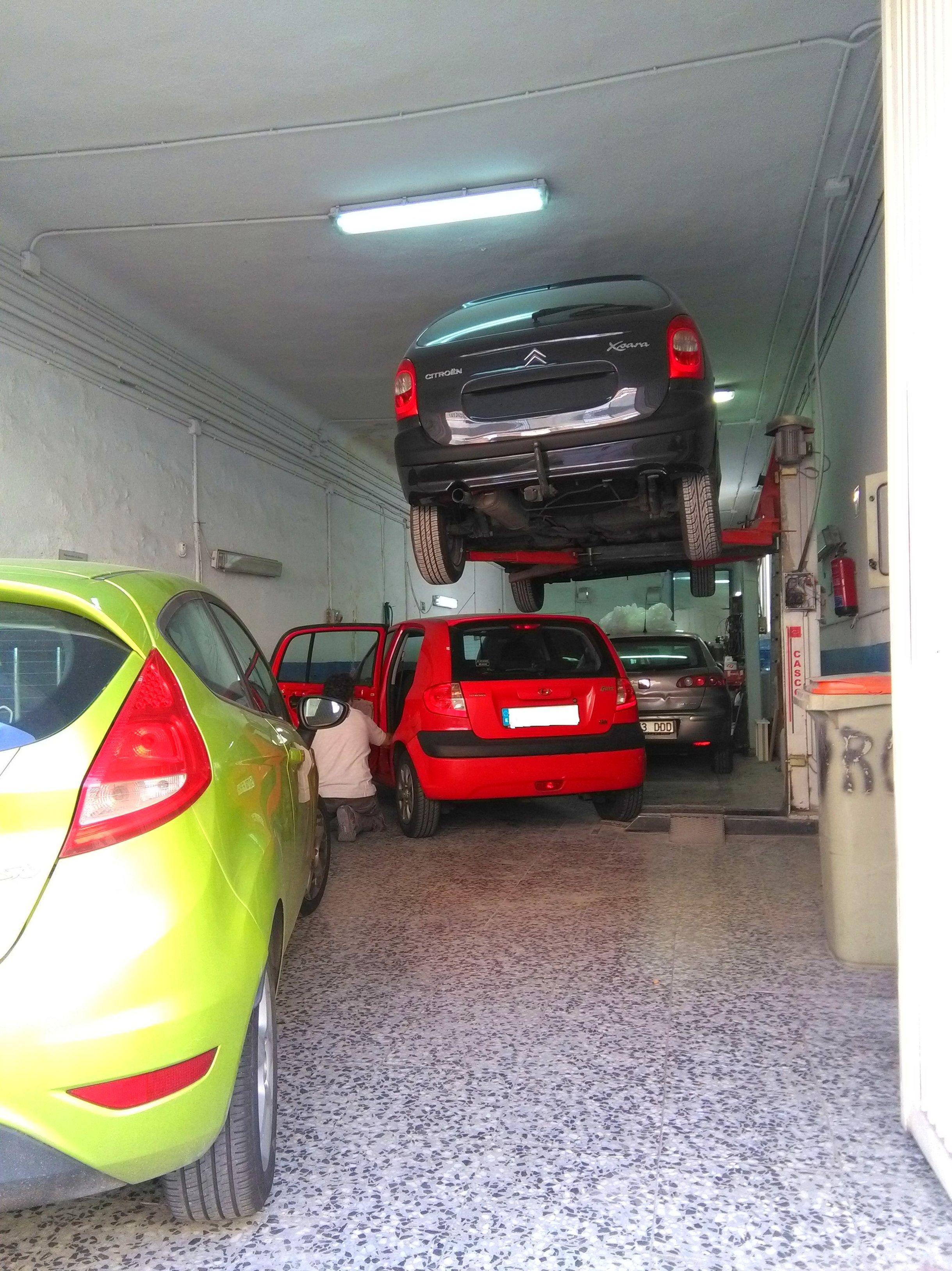 Foto 5 de Especialistas en mecánica rápida en Madrid | Talleres FGG