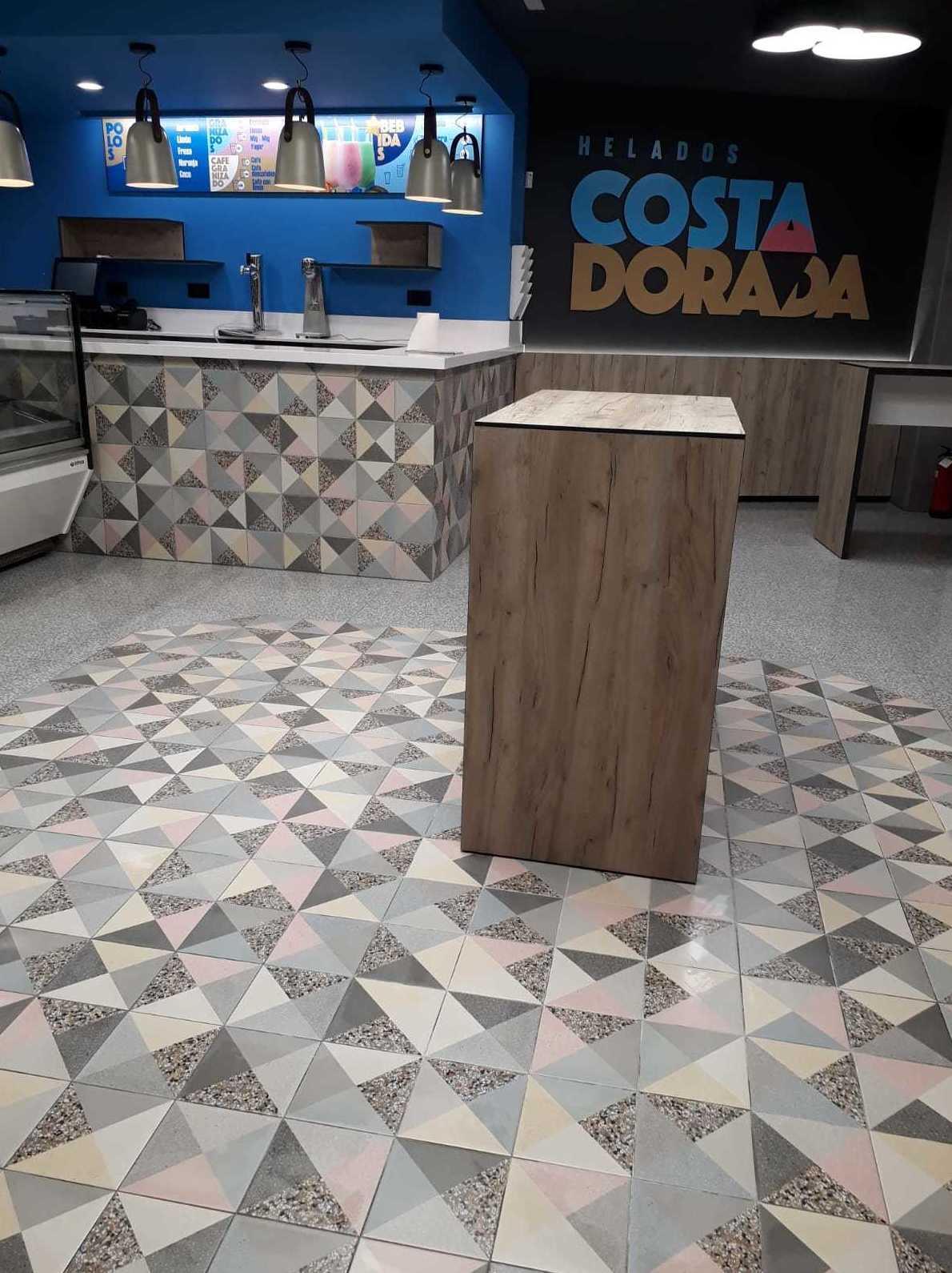 Heladeria Costa Dorada en Benicarló, con pavimento y revestimiento de la serie Dolce vita de VIVES,