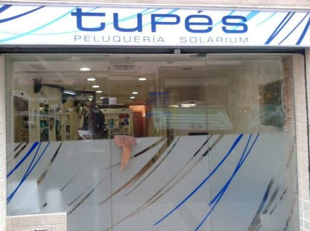 Fachada de peluquería Tupés