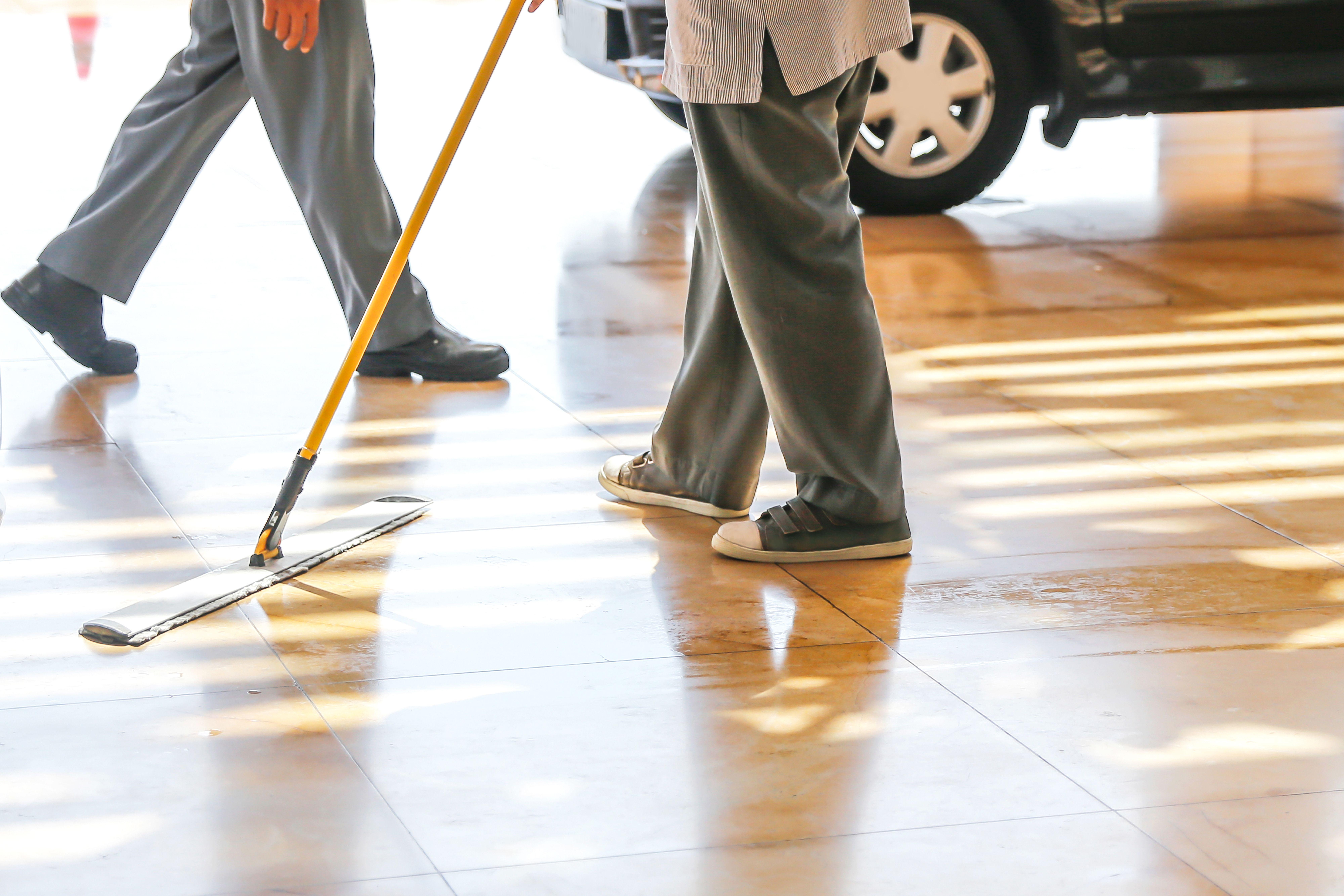 Garajes: Nuestros servicios de Limpiezas Moreda