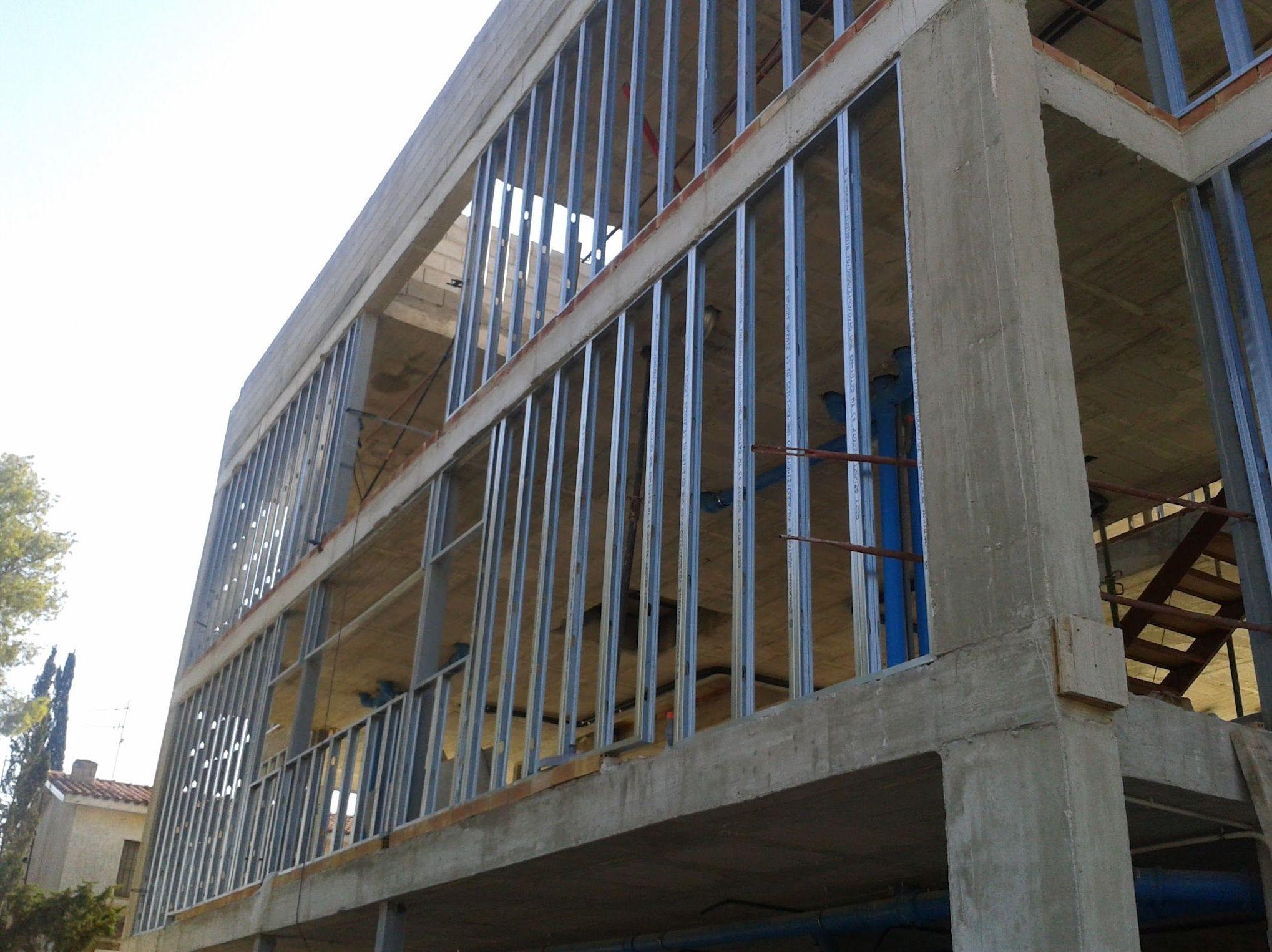 Cerramientos exteriores de obra seca. Fase 1 - Estructura autoportante