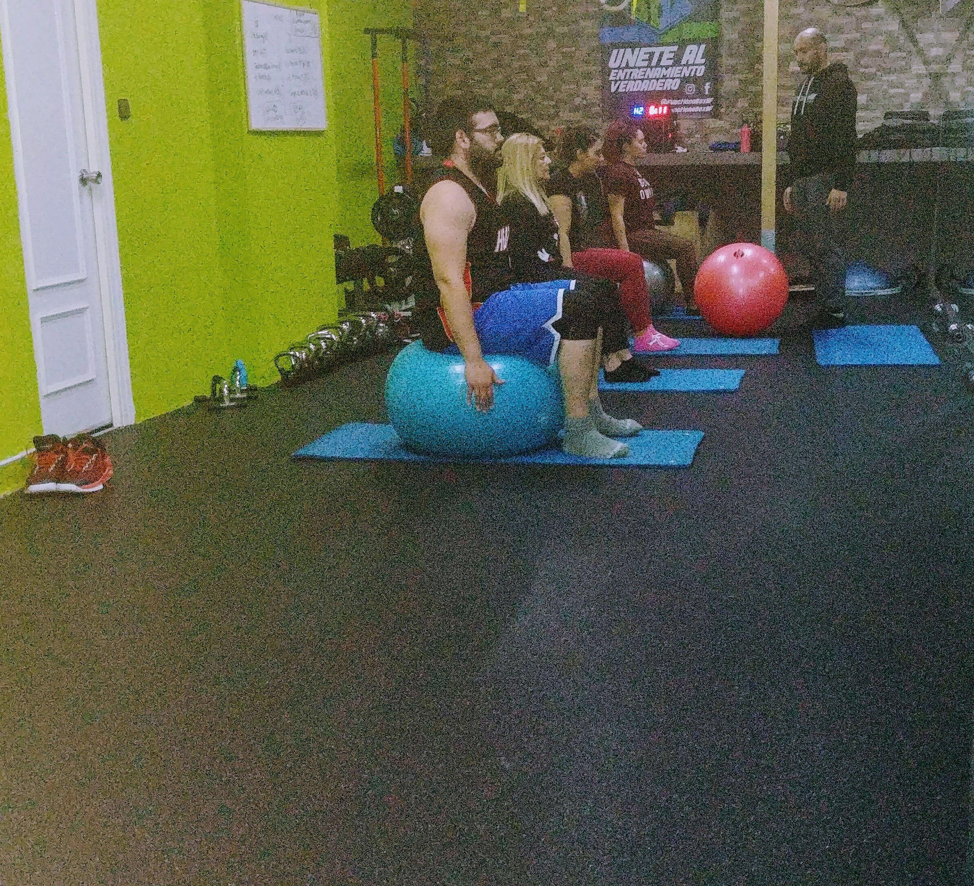 Pilates Mañana:9,30 a 10,30 Tarde:18:00 a 19:00