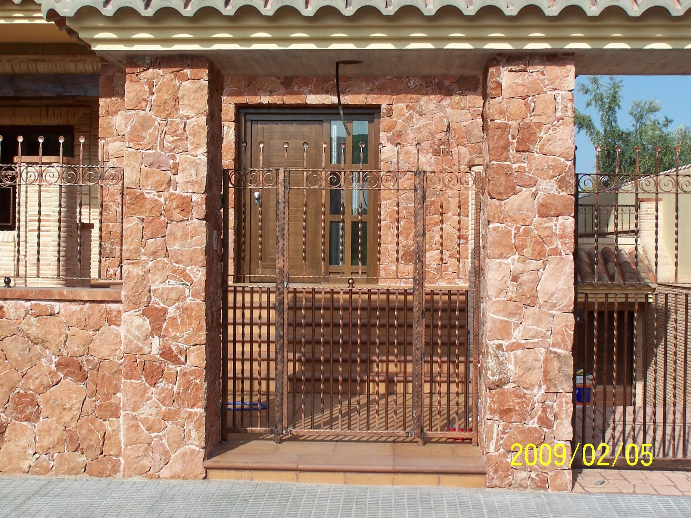 Pilares en mármol rojo Alicante