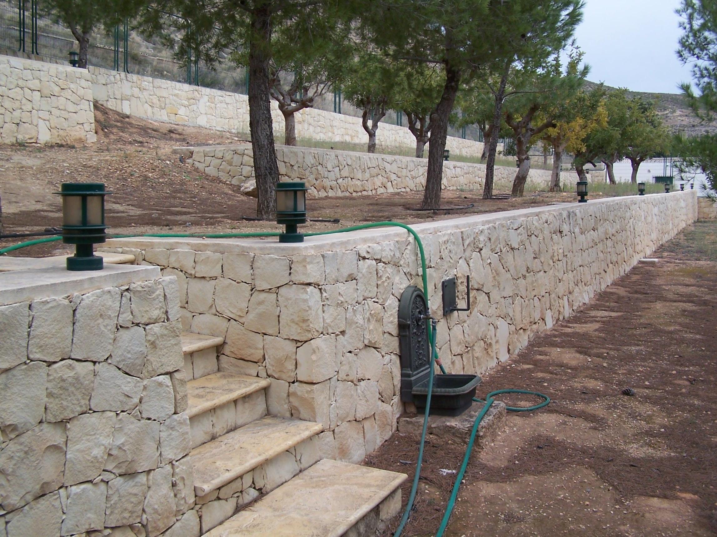 muro en piedra blanca de novelda almorqui - Muro De Piedra