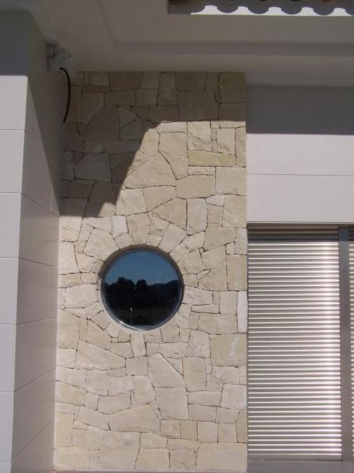 Fachadas de piedra blanca de Almorqui