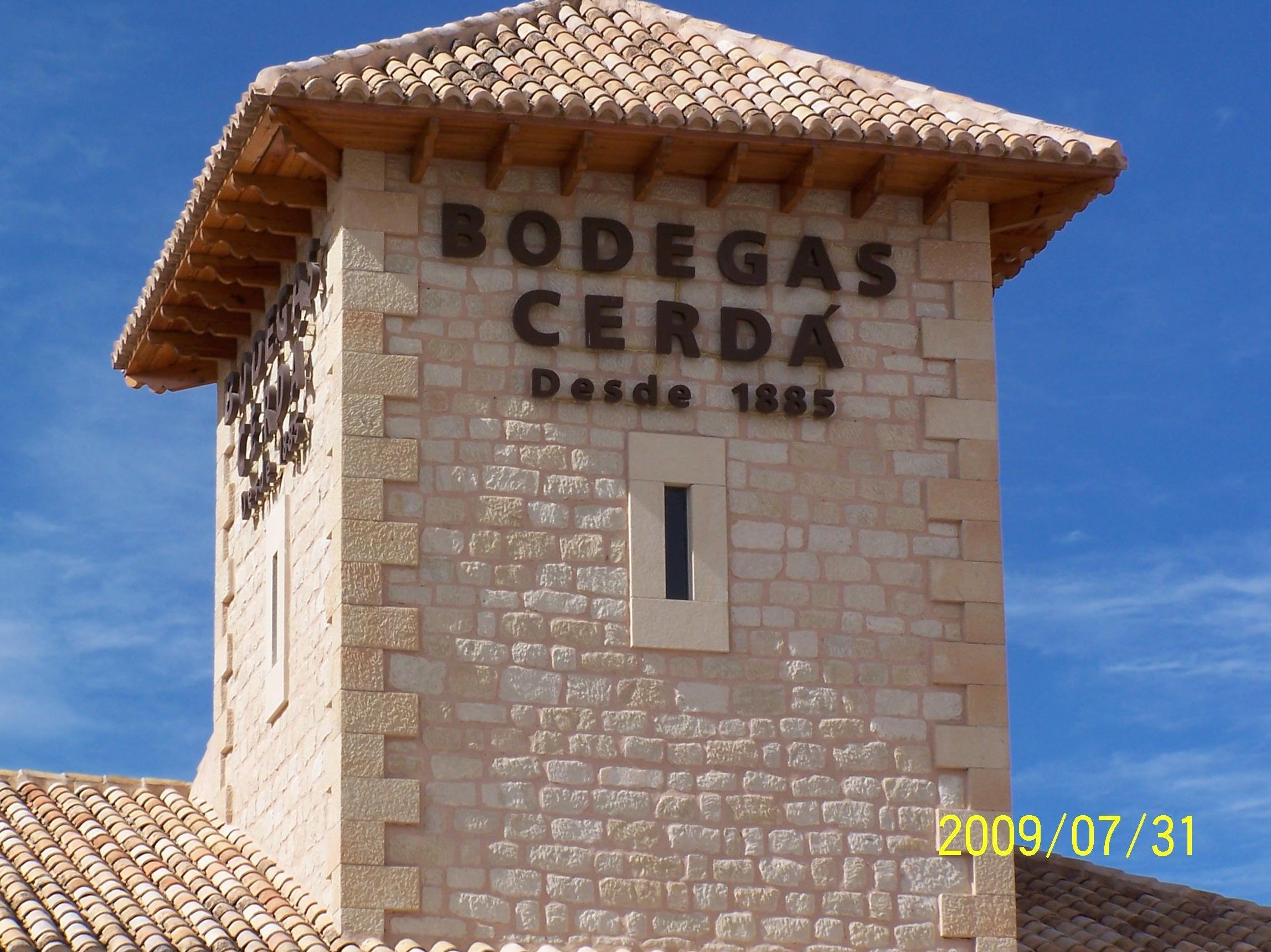 Bodegas Pepe Cerdá en piedra Bateig tallada a mano