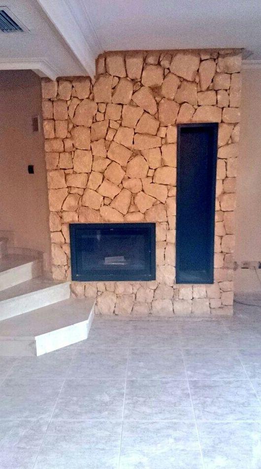Chimenea realizada en piedra de la Nucia
