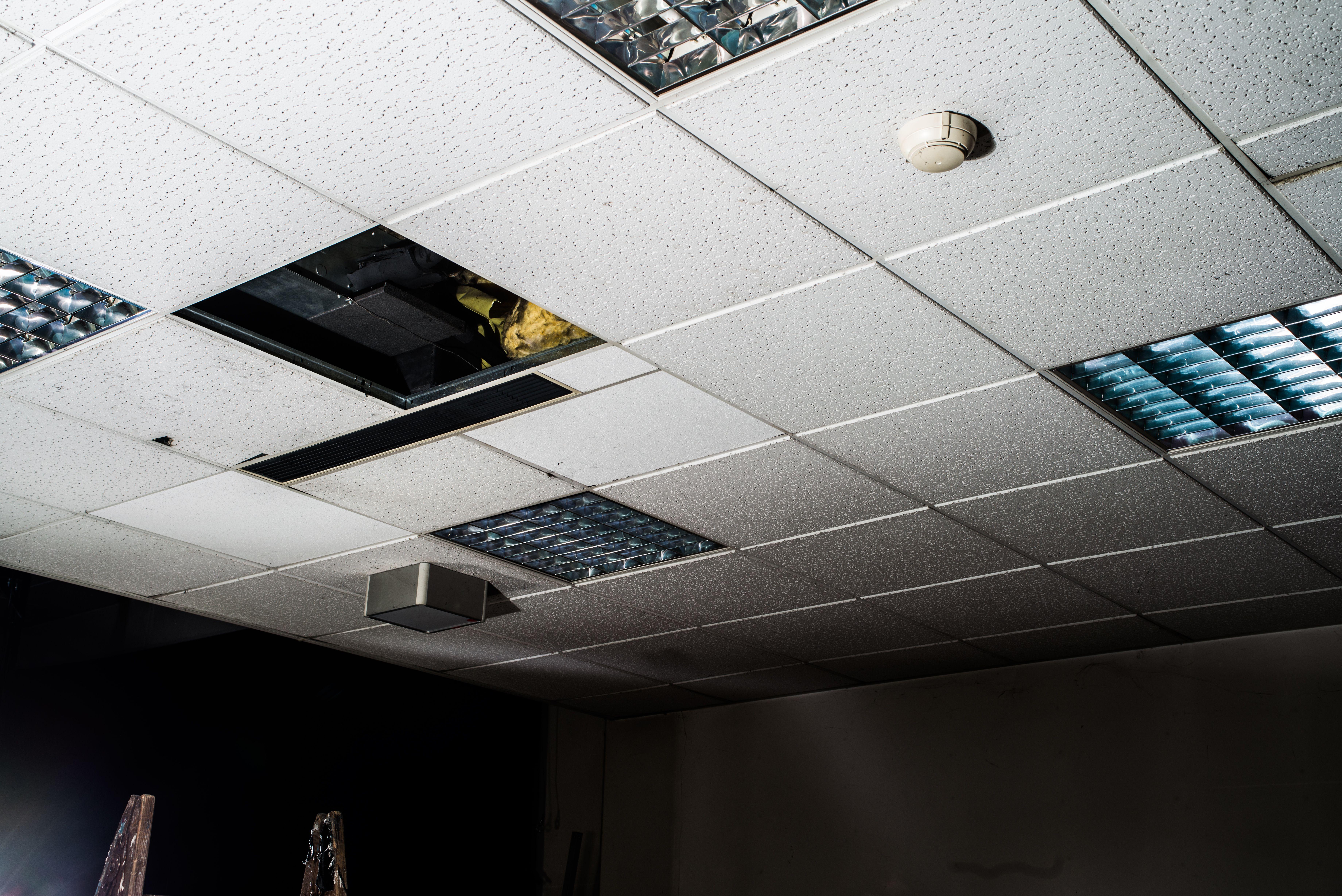 Falsos techos de aluminio: Servicios de Cedrón Canal