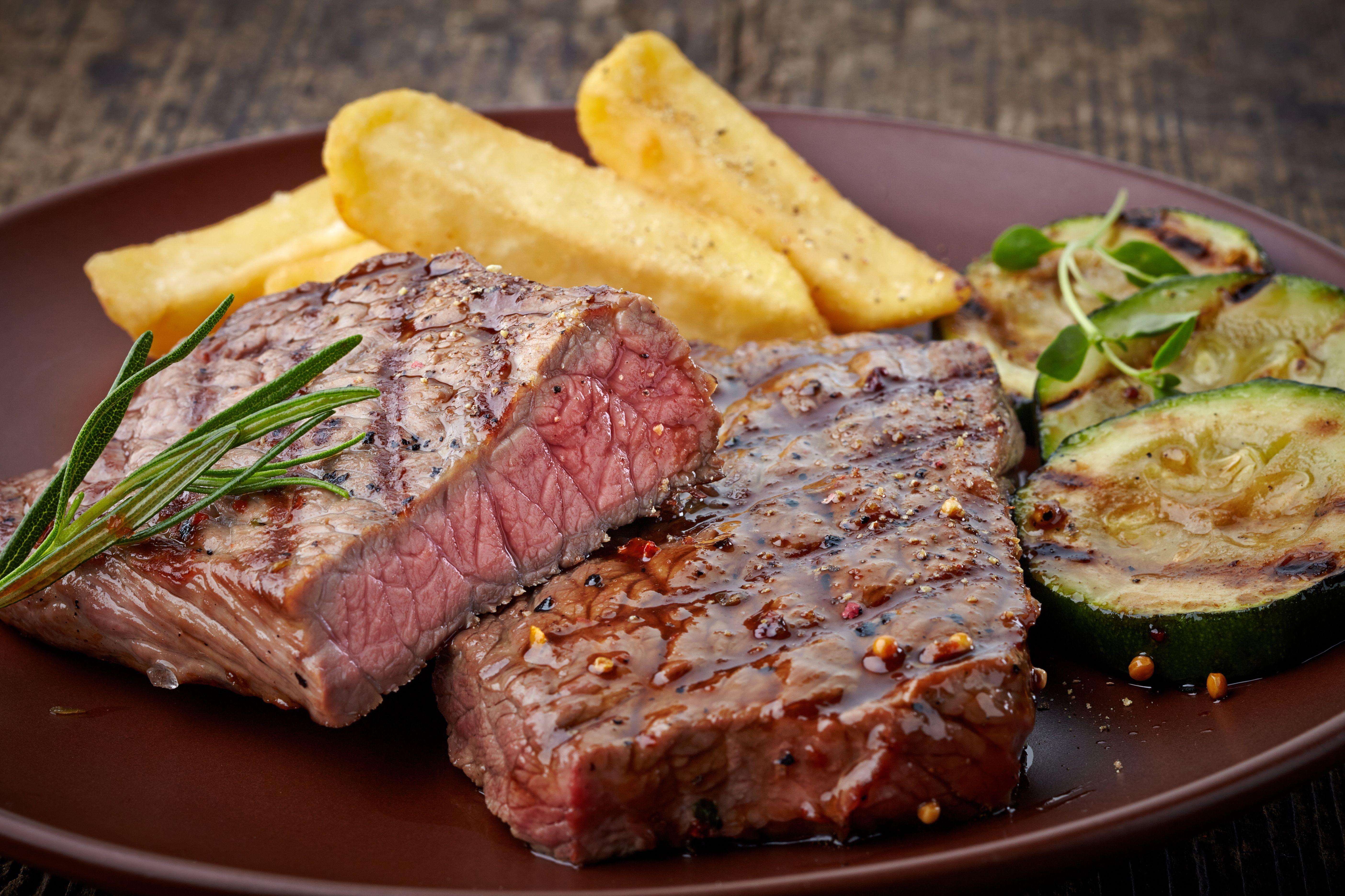 Carnes: Especialidades de Cafetería Restaurante La Tisana