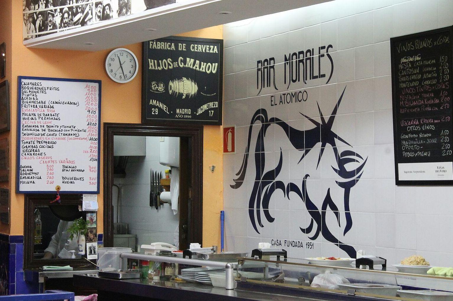 Buenas tapas y cañas bien tiradas en Bar Morales El Atómico, Argüelles, Madrid