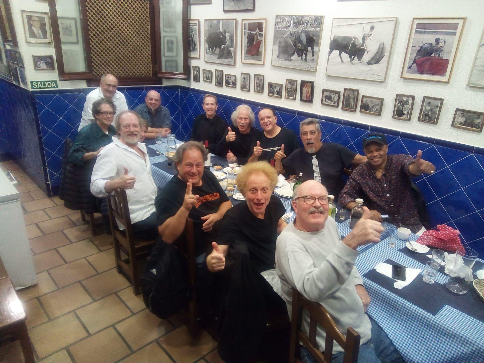 Reunión en el Atómico de Red Houser , lou Marini y Blue Brothers