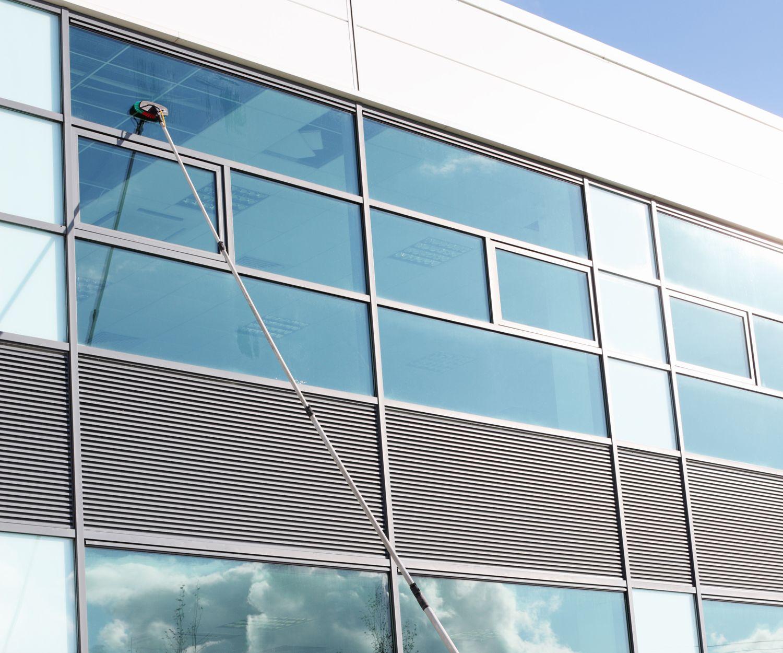 Limpieza de cristales en oficinas en Gijón
