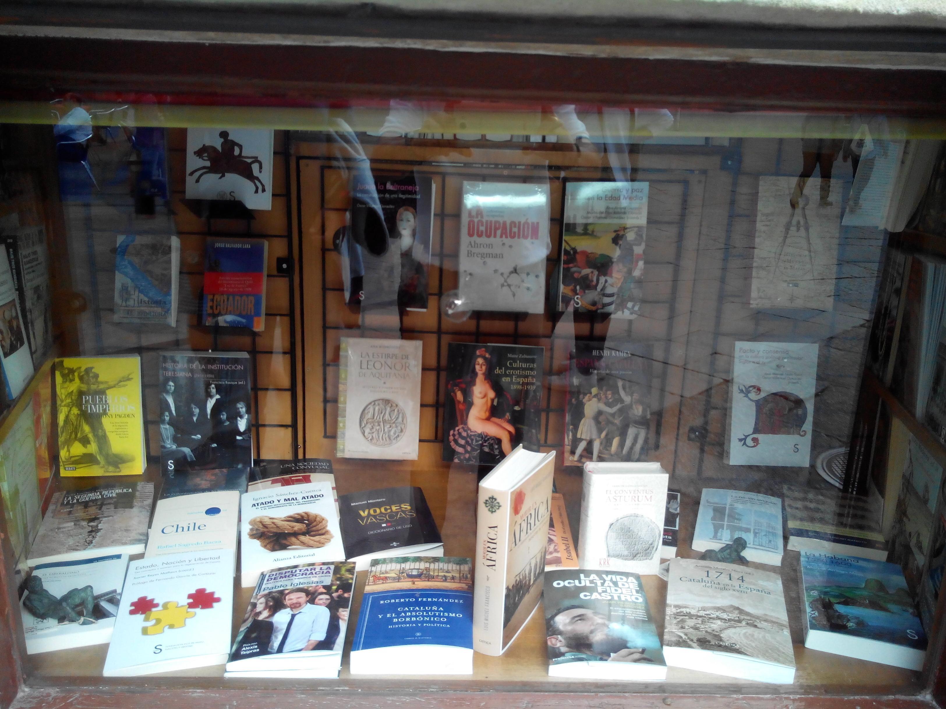 ESCAPARATE DE HISTORIA: SECCIONES de Librería Nueva Plaza Universitaria