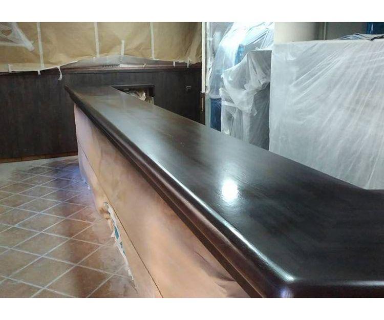 Restauración de barras de bar de madera en Mallorca