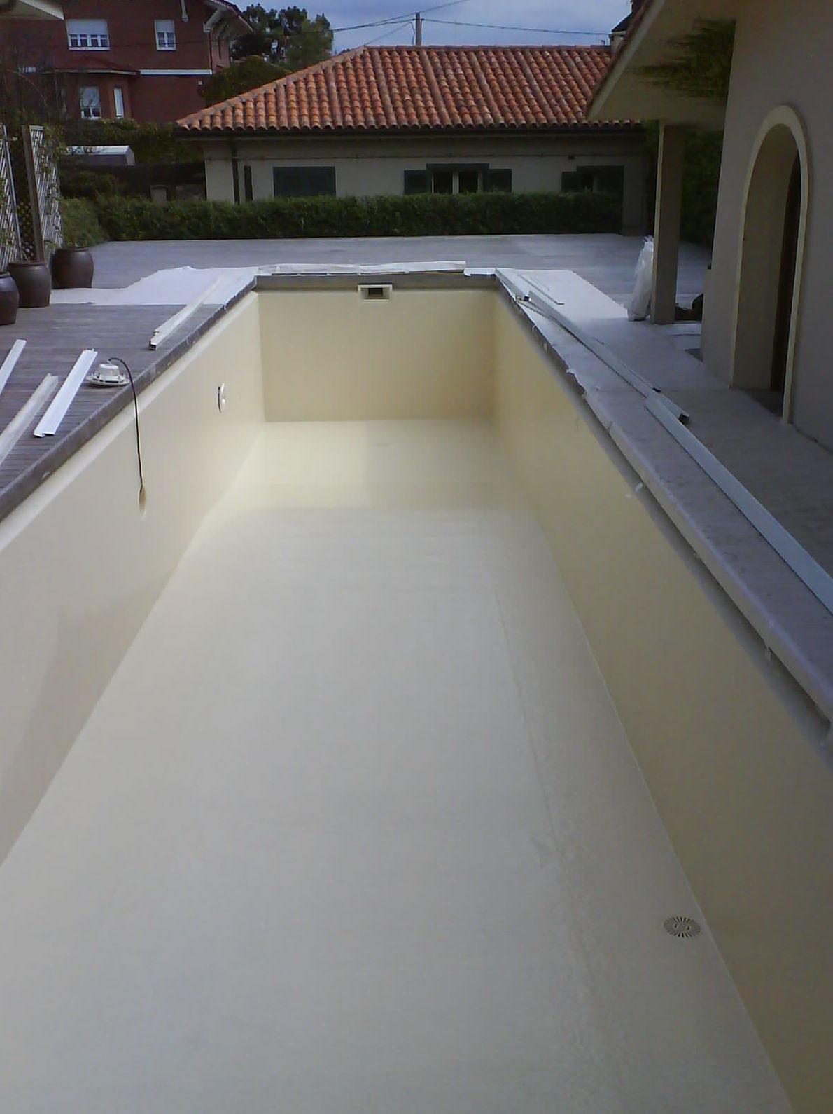 Impermeabilización de piscina con resina de poliéster