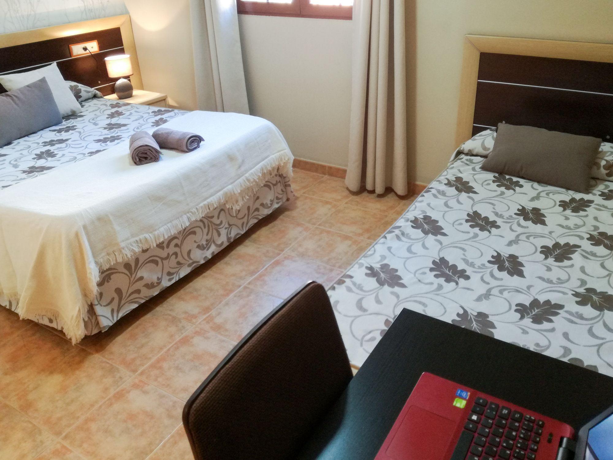 Foto 1 de Hoteles y alojamientos rurales en San Martín de la Vega | Hostal Avenidas