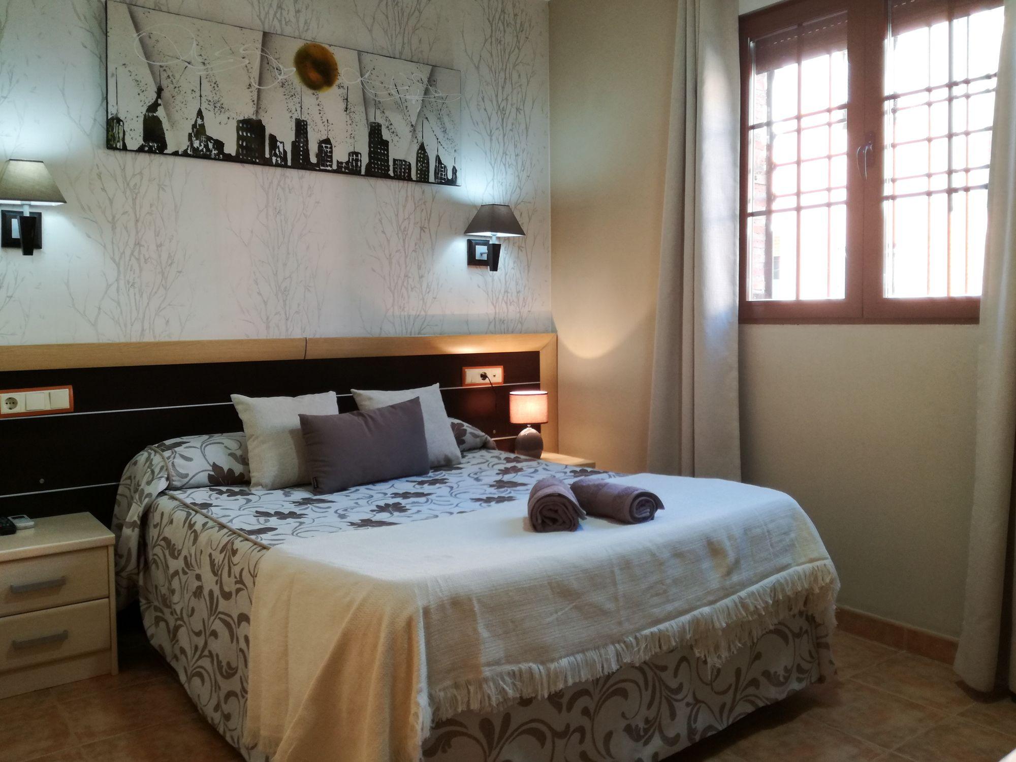 Foto 2 de Hoteles y alojamientos rurales en San Martín de la Vega | Hostal Avenidas