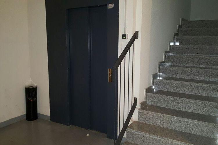 Limpieza de escaleras en urbanización